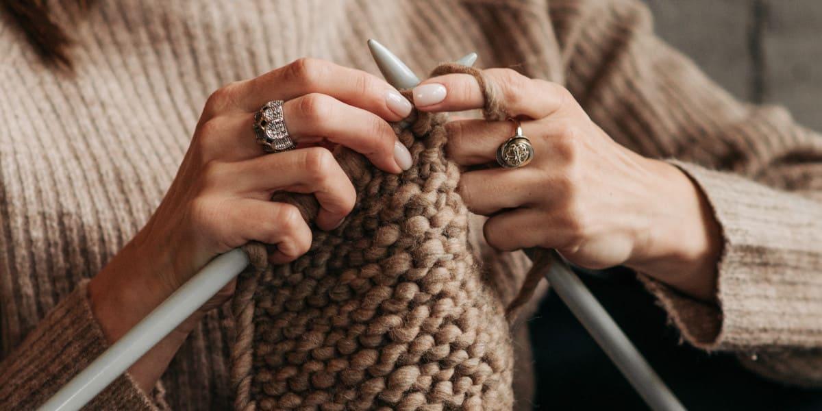Comment tenir ses aiguilles a tricoter