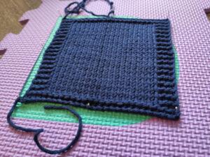 Bloquer un echantillon au tricot