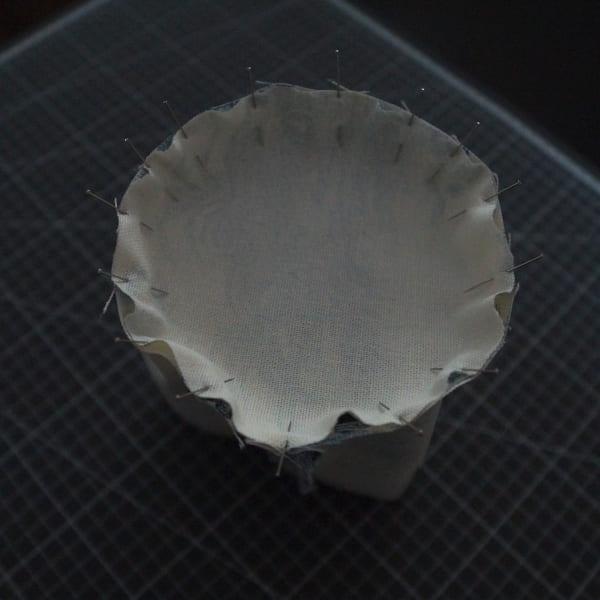 Epingler le fond avec le tube pour réaliser un pochon rond