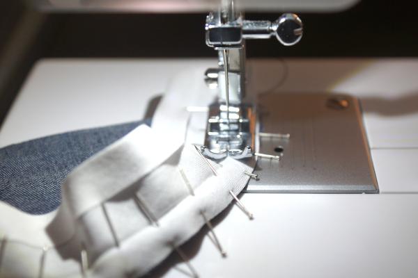 Fixer le biais sur arrondi avec couture de maintien